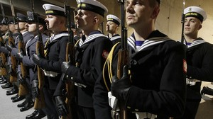 Femmes préfèrent les hommes en uniforme